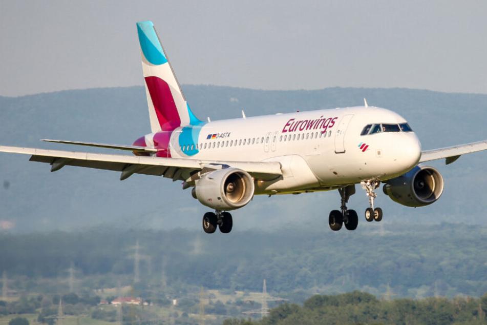 Eine Eurowings-Maschine im Landeanflug auf Stuttgart.