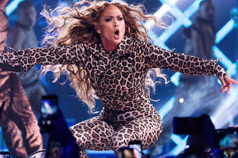 Jennifer Lopez wird uns gemeinsam mit Shakira die Halbzeit des SuperBowl versüßen.