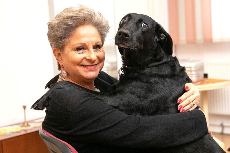 """Die Labrador-Mischlingshündin Ruppi hat Dagmar Frederic von ihrer Tochter """"geerbt""""."""