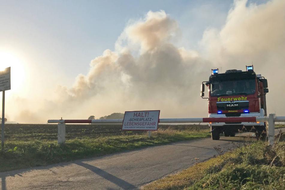 Die örtliche Feuerwehr musste bei dem Moorbrand in der Nähe von Meppen ebenfalls ausrücken.