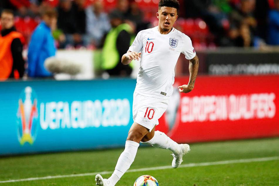 Bei der englischen Nationalmannschaft war noch alles gut, doch seine verspätete Rückkehr nach Dortmund stieß den BVB-Verantwortlichen sauer auf.