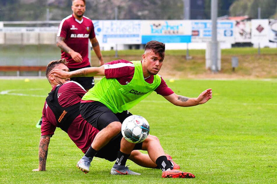 Sascha Horvath (v.) behauptet sich gegen Linus Wahlqvist.