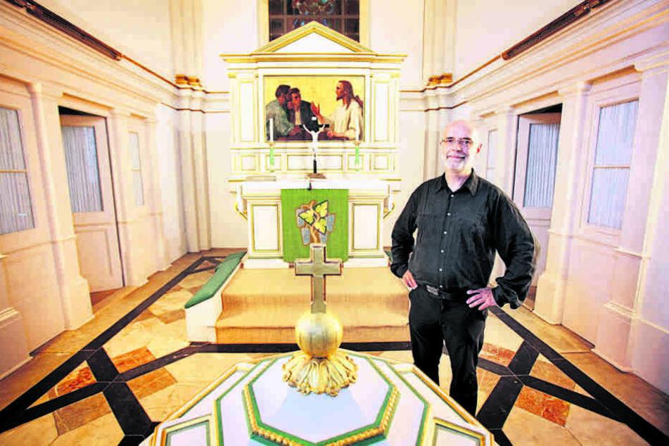 Sein Appell wurde gehört: Pfarrer Christoph Singer (62) hat geklautet Jesus und Leuchter zurück.