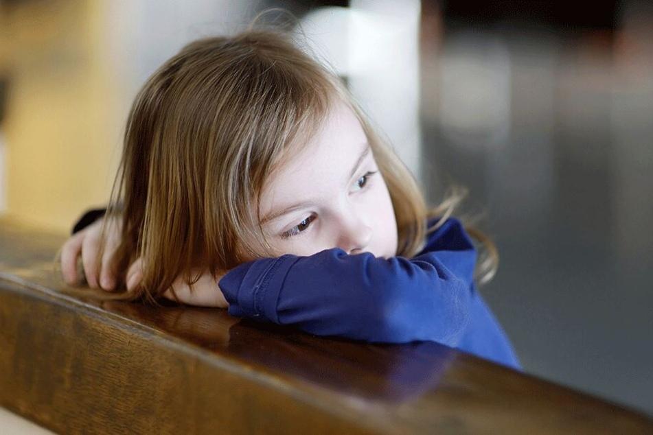Auch Depressionen bei Kindern sind inzwischen keine Seltenheit mehr. Bei 17-jährigen Mädchen liegt die Quote sogar bei 6,6 Prozent. Und 18 Prozent aller Mädchen ab zwölf bekommen deswegen Medikamente.
