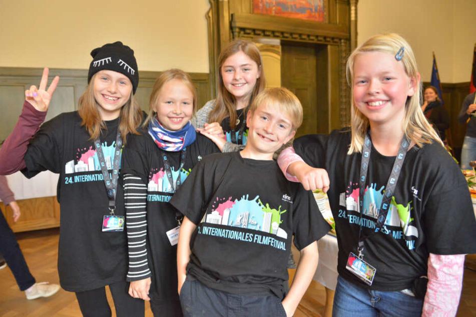 Echte Schlingel: Milana (10, v.l.), Isabelle (9), Nele (11), Ole (11) und Ida (9) durften gestern nicht nur Filme, sondern auch das Rathaus anschauen.