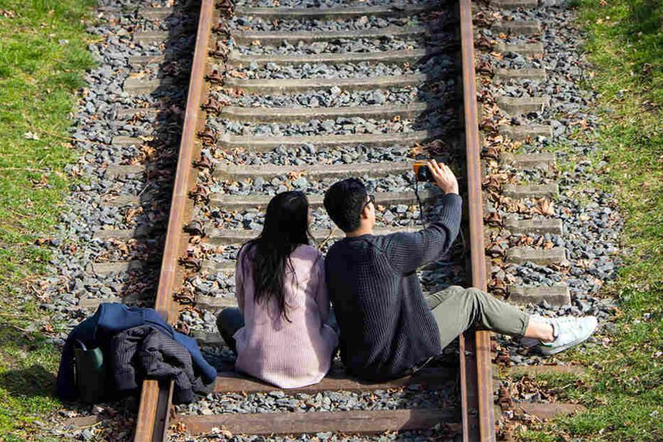 Die Bundespolizisten fanden die Jugendlichen auf den Gleisen, allerdings auf einer anderen als der gemeldeten Strecke (Symbolbild).