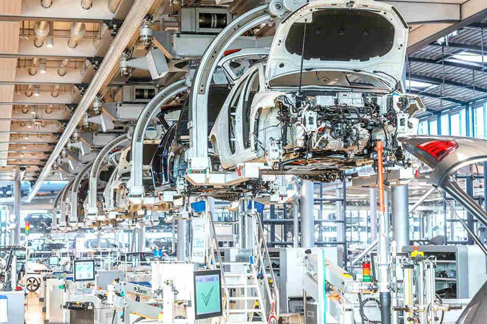 Produktion verdoppelt: In der Gläsernen Manufaktur werden jetzt 72 e-Golfs pro Tag gefertigt.