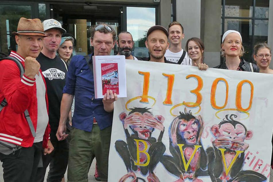 Bürgerbegehren zur Rettung des Monbijou Theaters: Petition an Politiker übergeben