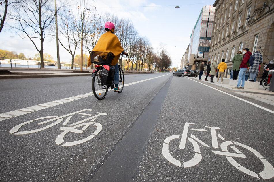 Hamburg: Freie Fahrt für Fahrradfahrer! Ballindamm hat jetzt XXL-Radweg