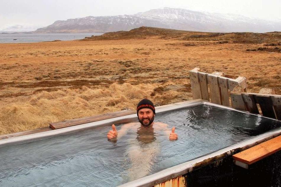 Ein Bad unter freiem isländischem Himmel. Der Lichtensteiner Abenteurer Gil Bretschneider (38) genießt es.
