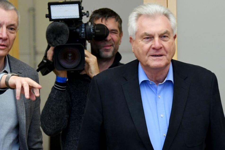 Lothar Hay (SPD), ehemaliger Innenminister von Schleswig-Holstein, kommt zum Untersuchungsausschuss zur sogenannten Rocker-Affäre.