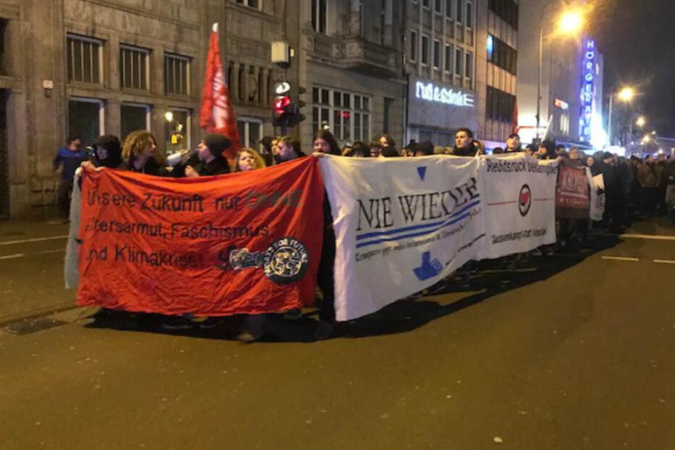 Menschen bei einer Demonstration im nordrhein-westfälischen Köln.