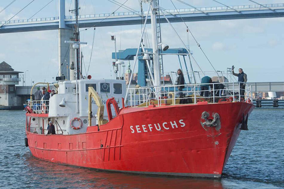 """Der Kutter """"Seefuchs"""" der Regensburger Flüchtlingsinitiative """"Sea Eye"""" bricht in Richtung Mittelmeer auf, um Flüchtlingen in Seenot zu helfen."""
