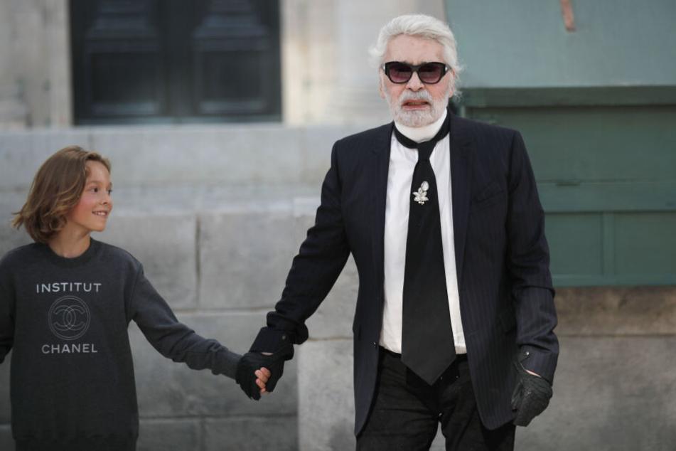 Karl Lagerfeld mit seinem Patensohn Hudson Kroenig.