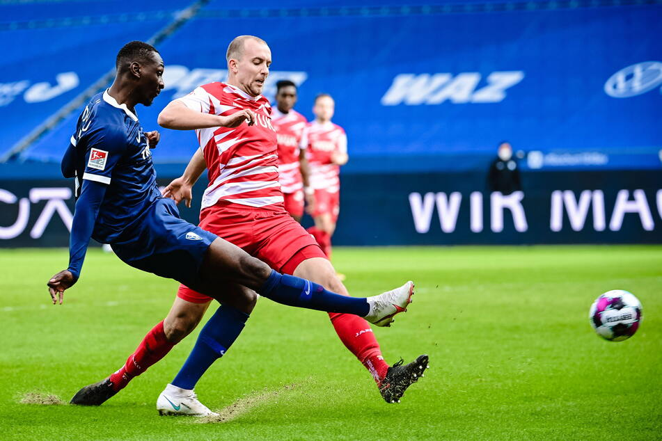 Ex-CFC-Kicker Tarsis Bonga (24, l.) kam zuletzt in Bochum immer besser in Schwung.