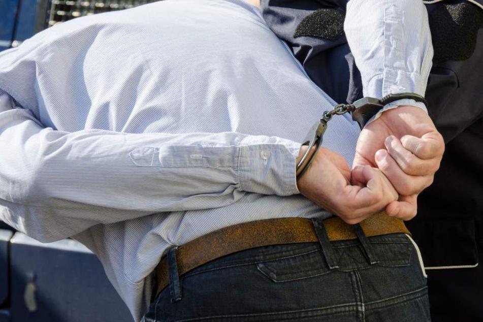 Der Täter wurde in Polizeigewahrsam genommen.