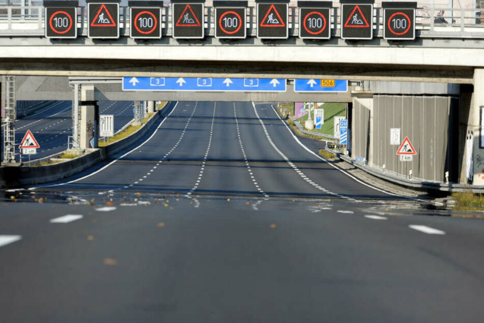 Bild aus dem Jahr 2009: Die Fahrbahnen der Autobahn 3 sind bei Köln nach einer Sperrung leer.