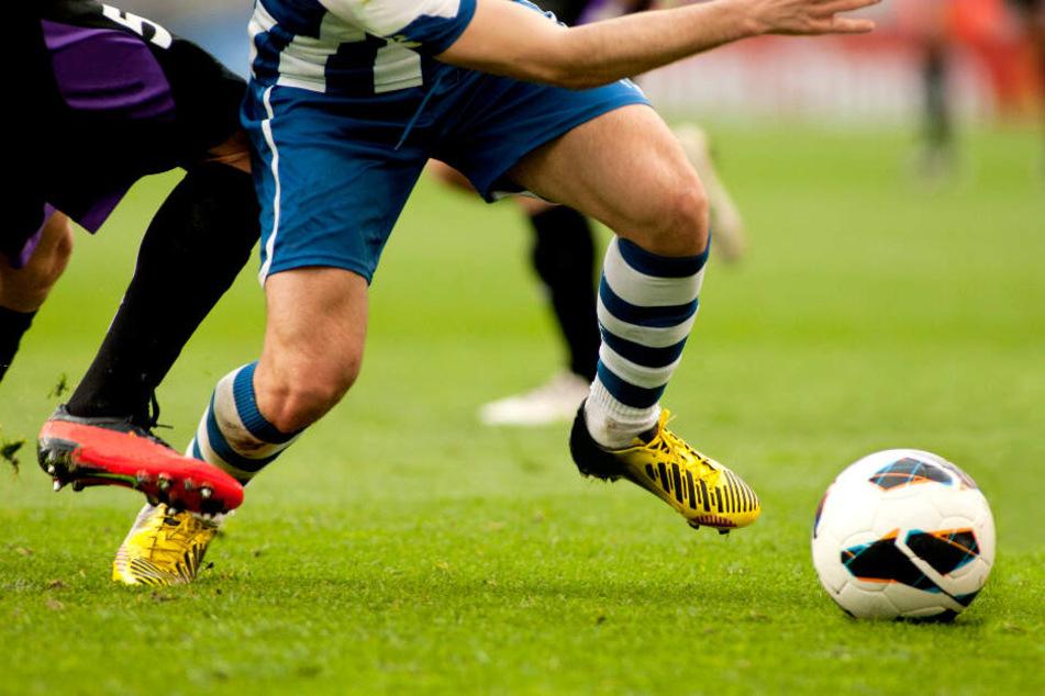 Nächste Eskalation beim Fußball: Junge (17) tritt Gegner (18) gegen den Kopf