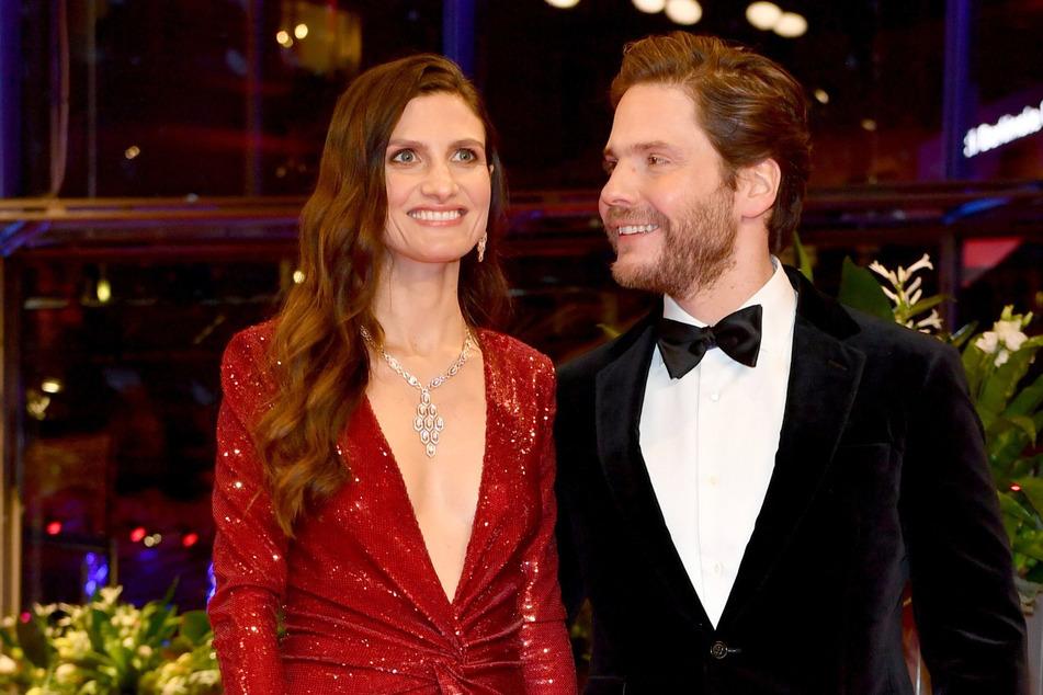 Schauspieler Daniel Brühl (42) und seine Frau Felicitas (31) sind wieder Eltern geworden.