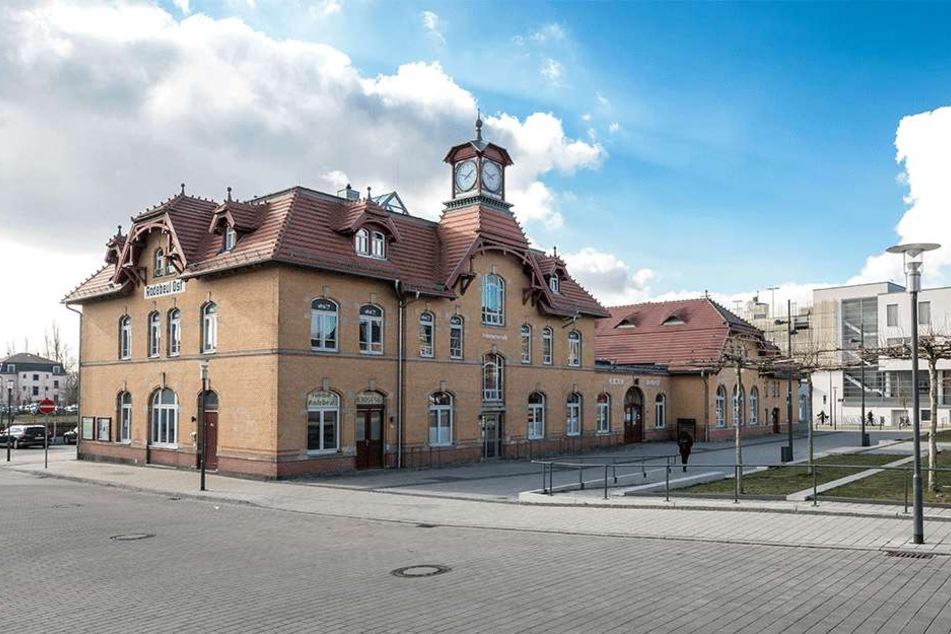 Hier geht's am 10. März um Zehntelsekunden: Im Kulturbahnhof Radebeul baut das Rennbahn-Team eine ganz neue Strecke auf.