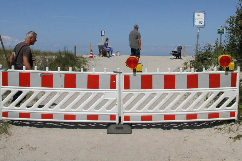 Die Feuerwehr hat den betroffenen Strandabschnitt in Graal-Müritz abgesperrt.