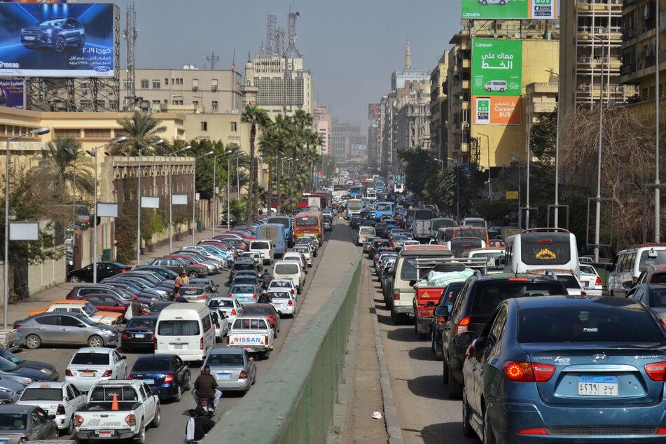 Reifen platzt, Laster kracht frontal in Bus: 20 Menschen sterben