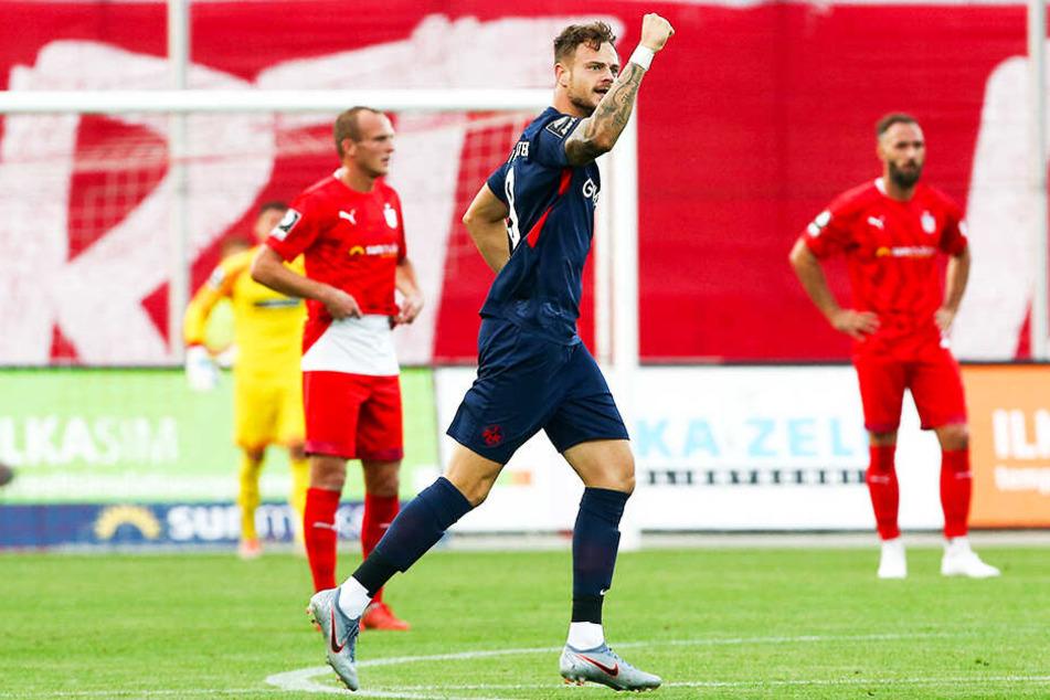 Betretene Gesichter bei Julius Reinhardt (l.) und Christopher Handke (r.): Timmy Thiele traf für Kaiserslautern doppelt und bereitete ein weiteres Tor vor.
