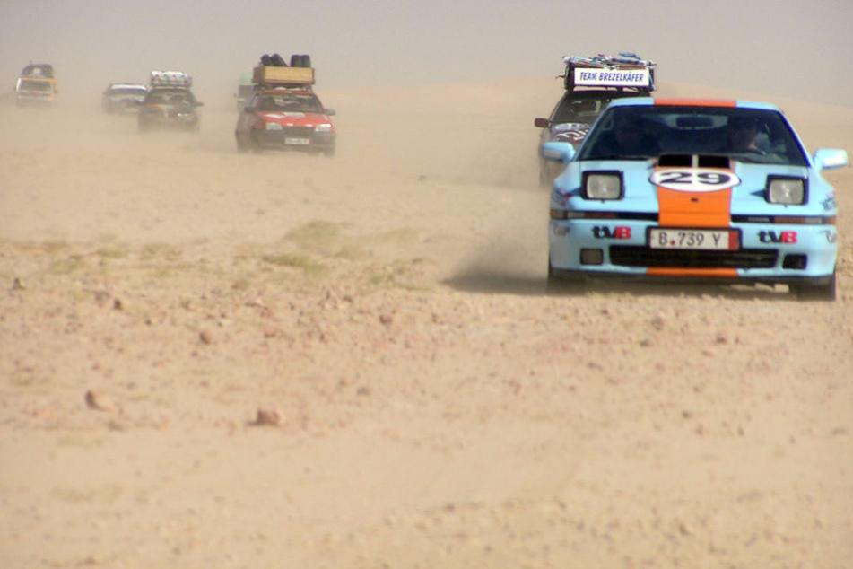 """7500 Kilometer durch die Wüste: Sächsisches """"A-Team"""" donnert nach Gambia"""