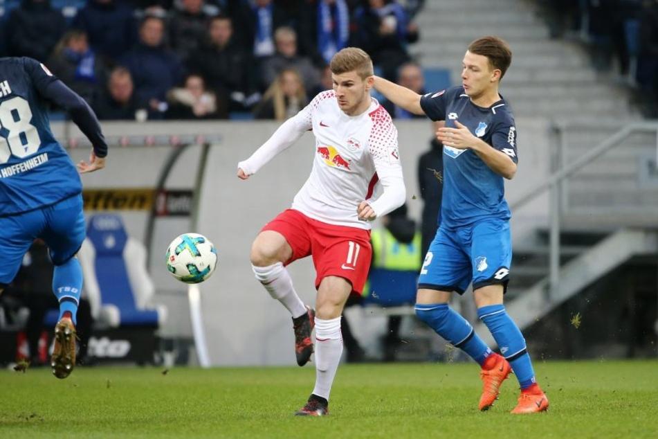 In der Hinrunde gab es für RB Leipzig um Timo Werner (M.) beim 0:4 in Hoffenheim nichts zu holen. Das soll und muss sich am Samstag ändern, um die Chance auf die Champions League zu wahren.