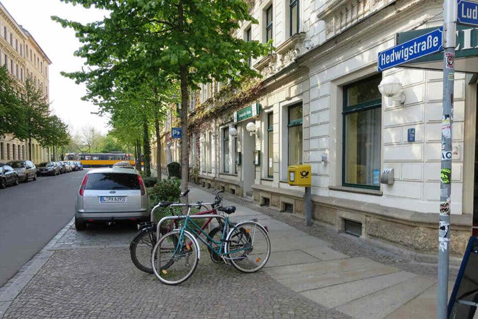 In der Hedwigstraße überfielen zwei unbekannte Täter eine schwangere Frau.