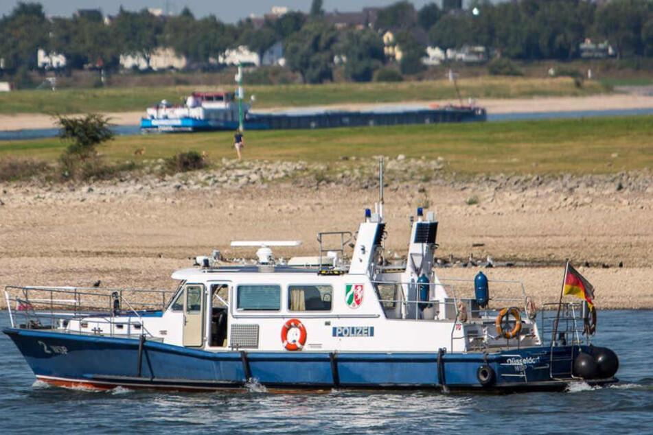 Frau stürzt in Rhein und ertrinkt