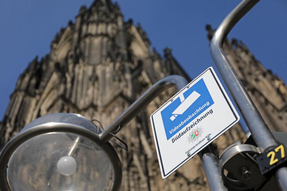 In Köln überwacht die Polizei seit 2016 mehrere Brennpunkte mit Videokameras.
