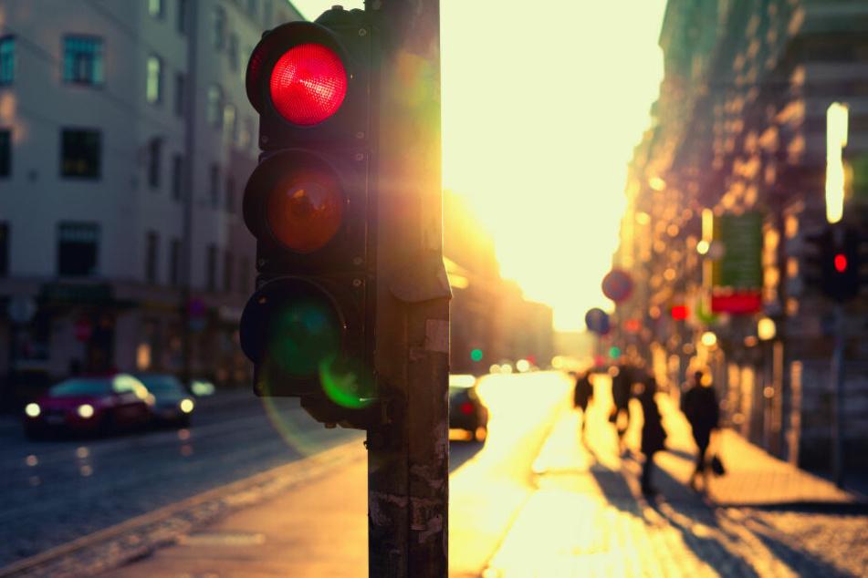 Rote Ampeln sind bei tiefstehender Sonne besonders schwer zu erkennen.
