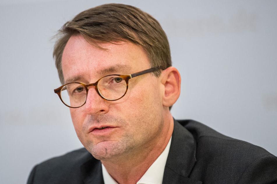 Roland Wöller (48, CDU).
