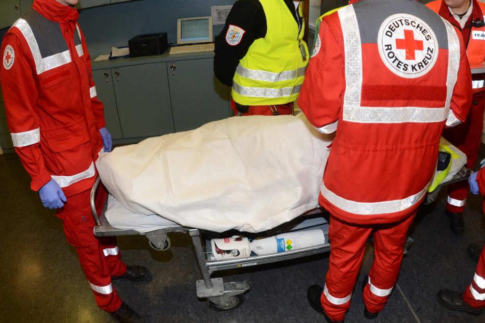 Der 23-Jährige kam schwerverletzt ins Krankenhaus (Symbolbild).