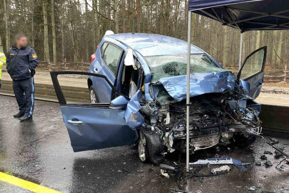 Tödlicher Unfall in Baustellenbereich: Hyundai kracht frontal in Laster