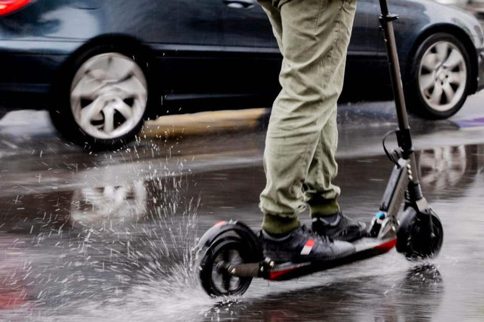 E-Scooter-Wahnsinn geht weiter: Mann fährt über Autobahn