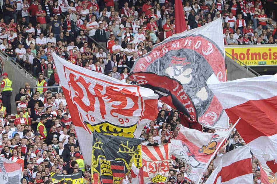 Im Heimspiel gegen Eintracht Frankfurt wendeten sich die VfB-Fans zeitweise von der Mannschaft ab: Doch in Nürnberg unterstützen sie wieder zahlreich. (Symbolbild)