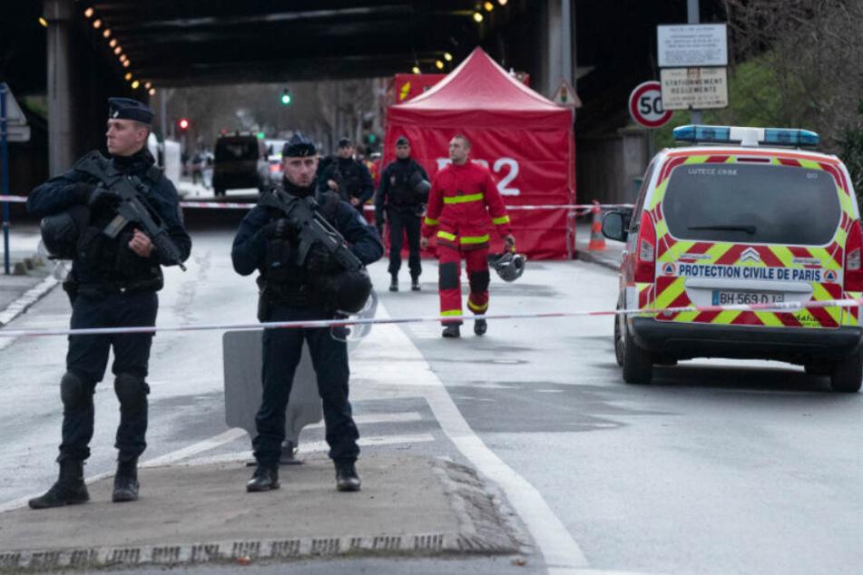Nach tödlicher Messerattacke bei Paris: Anti-Terror-Ermittlungen!