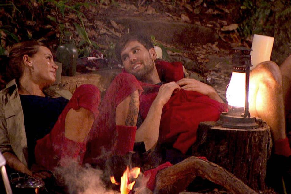 """Hier flirtet sich Alex (34, Honey) zum """"typischen Mann"""". Was für ein Geturtel! Gina-Lisa (30) gesteht: """"Ich mag ihn sooo sehr. Ich hab' den echt lieb!"""""""