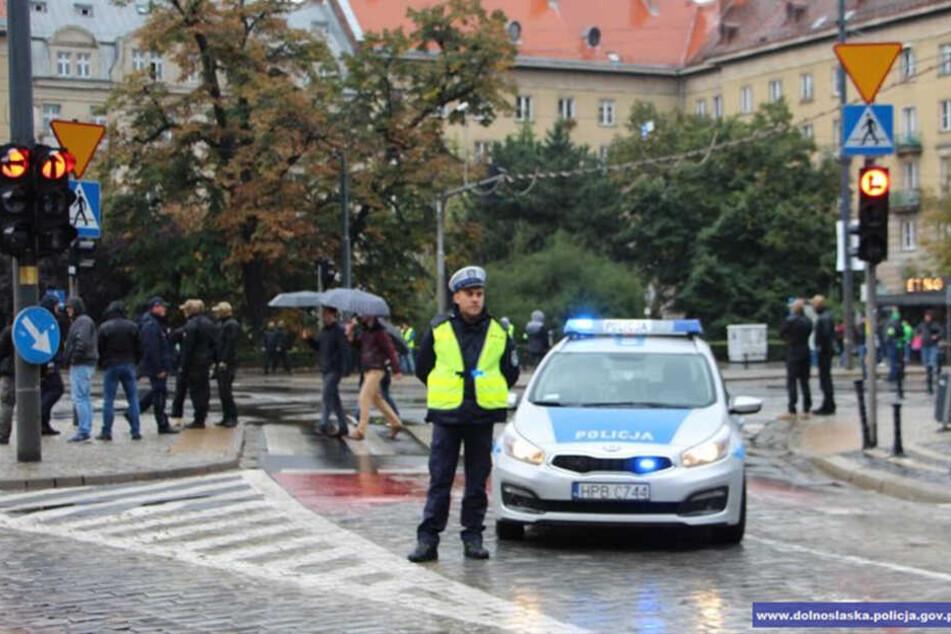Die Polizei sicherte den Bereich rund um den Plac Wolności.