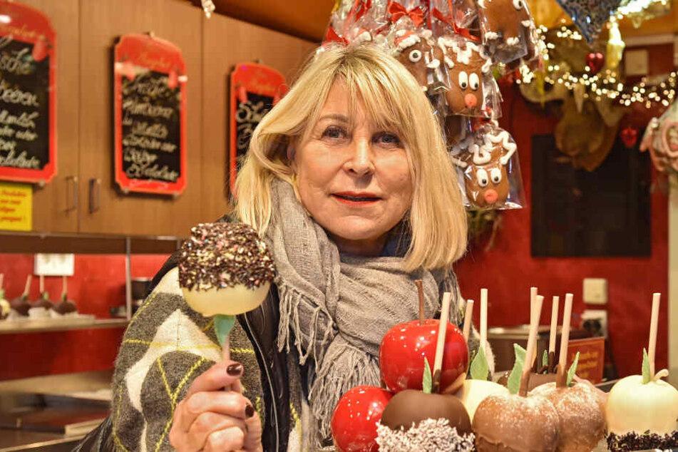 Karin Schneller (65) ist seit 30 Jahren dabei: Glasierte Äpfel waren damals der Renner.
