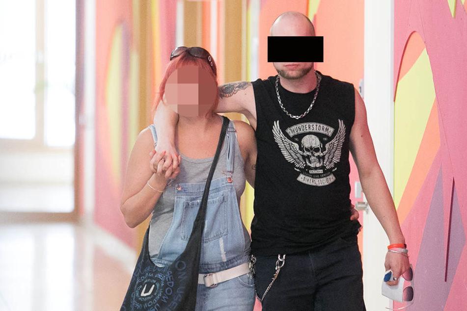 Kamen einträchtig ins Gericht: Christian T. (30) und seine Freundin Sandra (27).