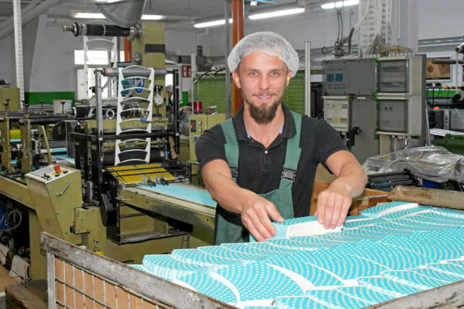Mitarbeiter Krzycztof Borowy liebt seinen Job als Drucker.