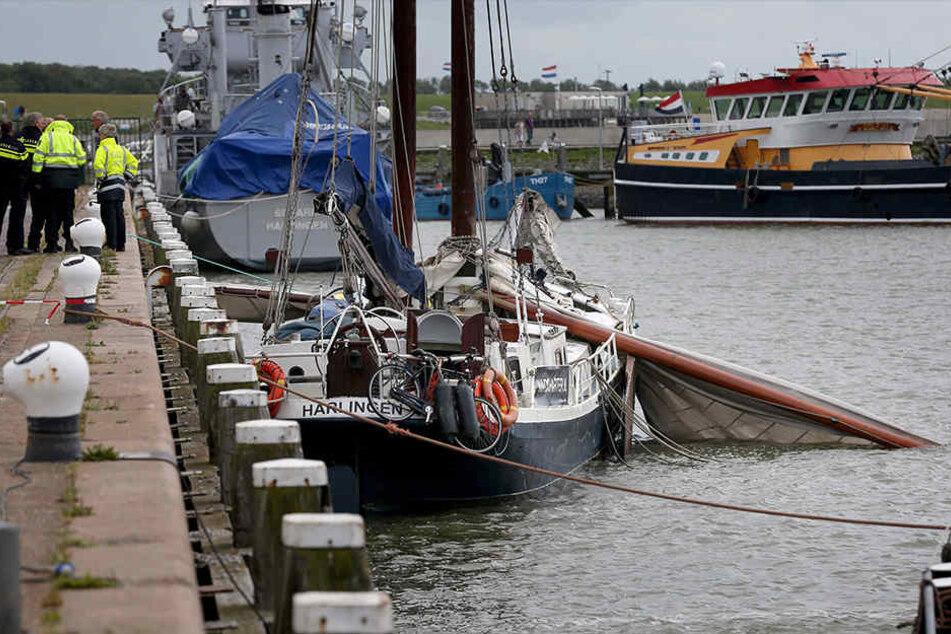 In Harlingen starben drei junge Menschen auf einem alten Segelschiff.