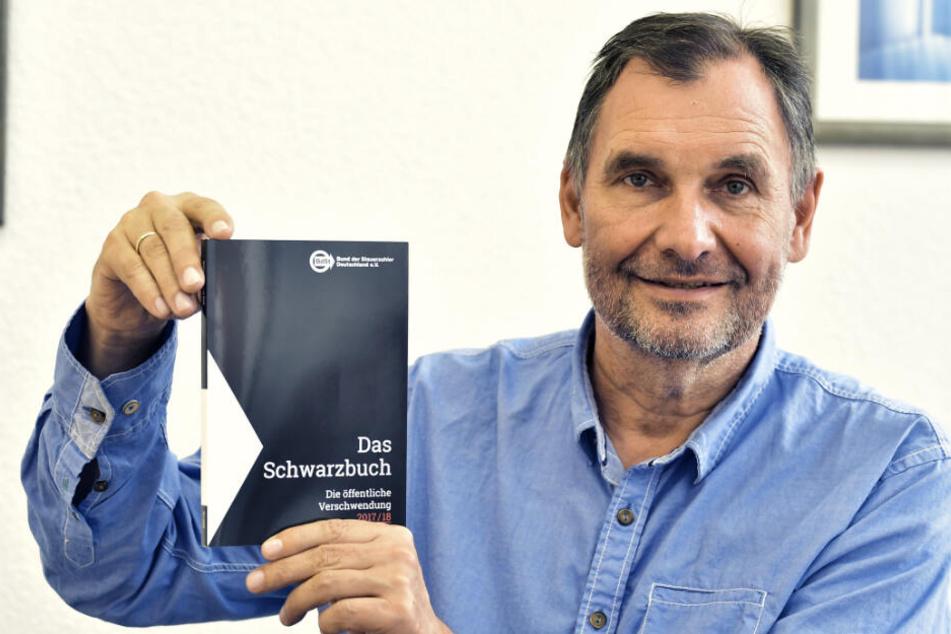 Thomas Meyer (58), Präsident des Steuerzahlerbundes Sachsen. Jedes Jahr gibt es ein neues Schwarzbuch.