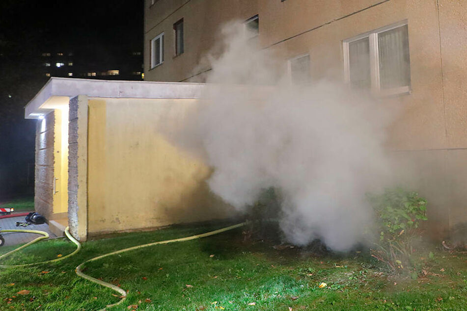 Chemnitz: Feuerwehreinsatz im Heckert-Gebiet: Feuer in Keller ausgebrochen