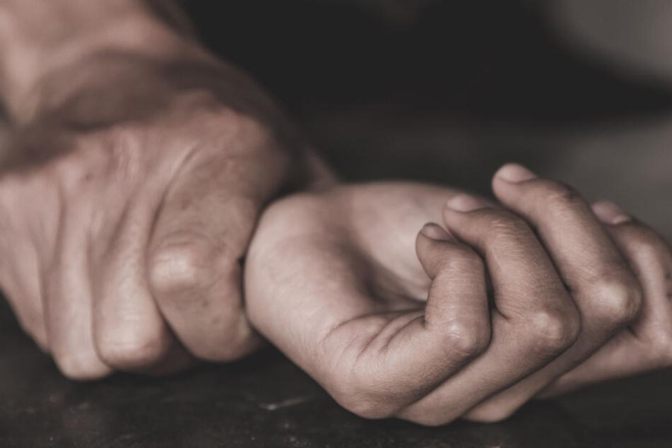 Mann ermordet Ehefrau und steckt Wohnung in Brand: Urteil rechtskräftig