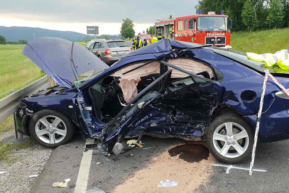 Ein Toter bei schwerem Unfall auf Bundesstraße