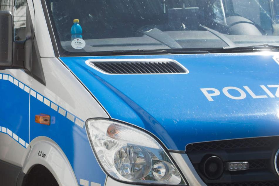 Festnahme! Betrunken fast einen Fußgänger überfahren und gegen Mauer gekracht